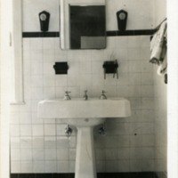 1930s_bathroom.jpg